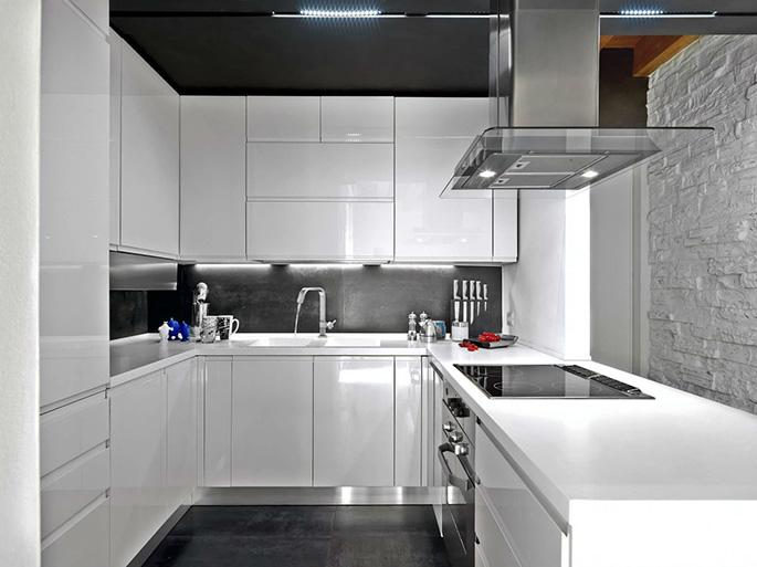 Глянцевые поверхности – идеальны для кухонь в стиле минимализм