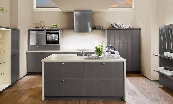 Штукатурка или краска является лучшим покрытием для стен таких кухонь, они не перегружают пространство